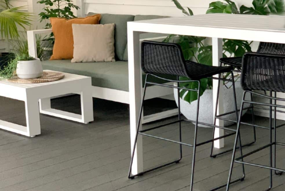 4 seater white outdoor bar table and chairs nz