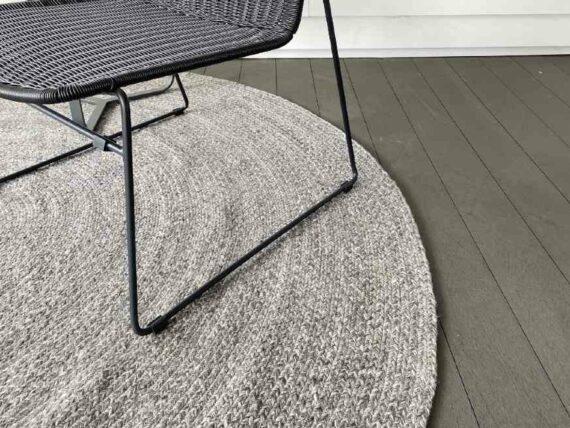 round outdoor rug grey